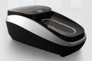 Машина за обуване на калцуни в сребърен цвят